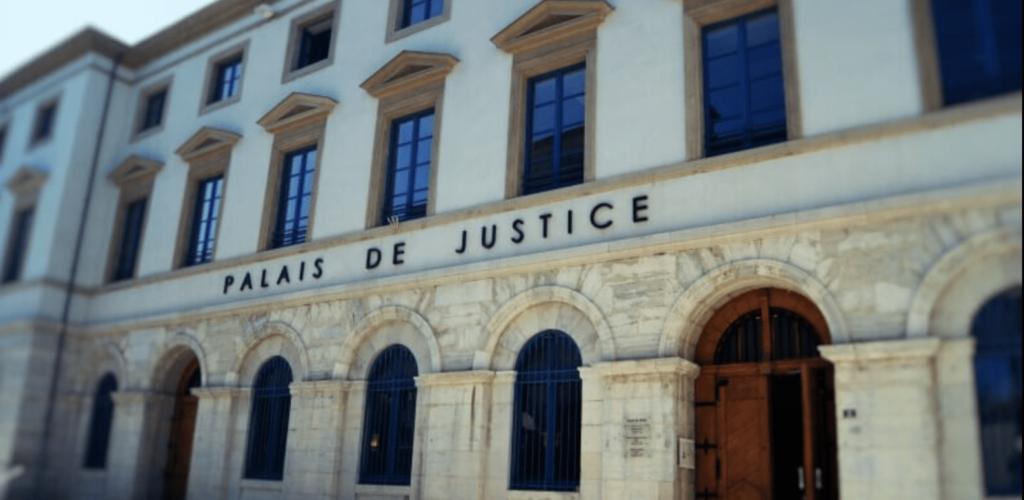 palais-justice-exterieur-avocats-drome